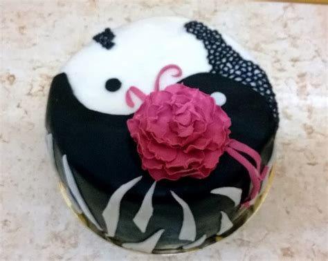 andreea's cakes: Ying si Yang si floare de bujor (Ying and