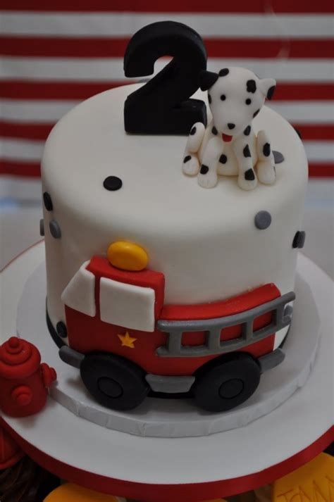 [Love This!] Fireman Party Cake and Cupcakes - Spaceships